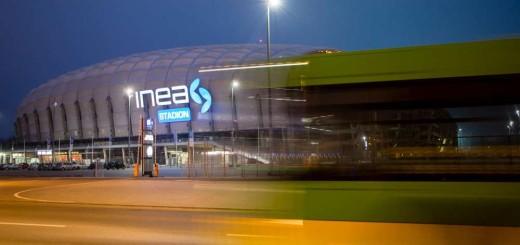 autobus-przy-stadionie